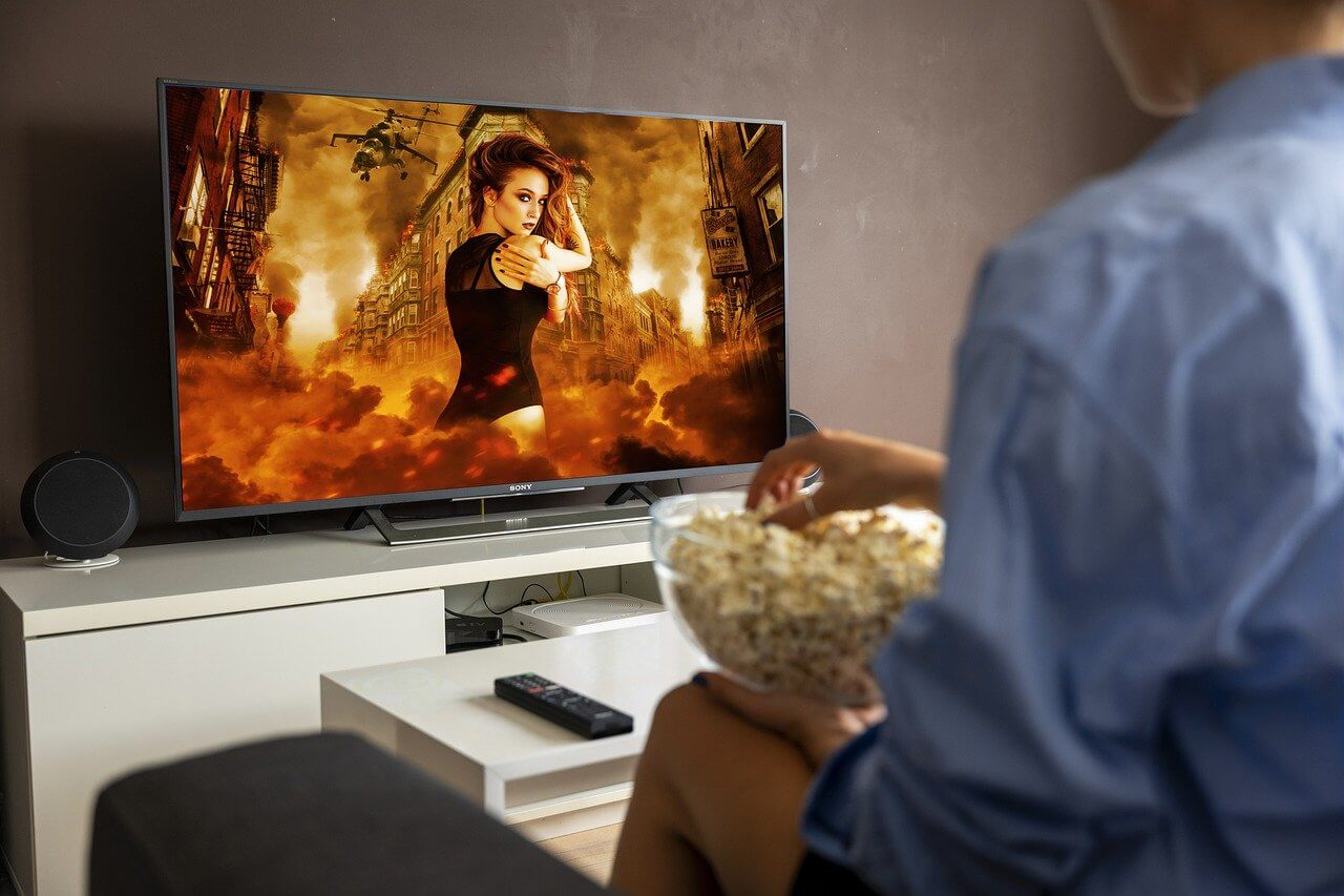 8 Benefits Of Watching Movies Online | You Need To Know